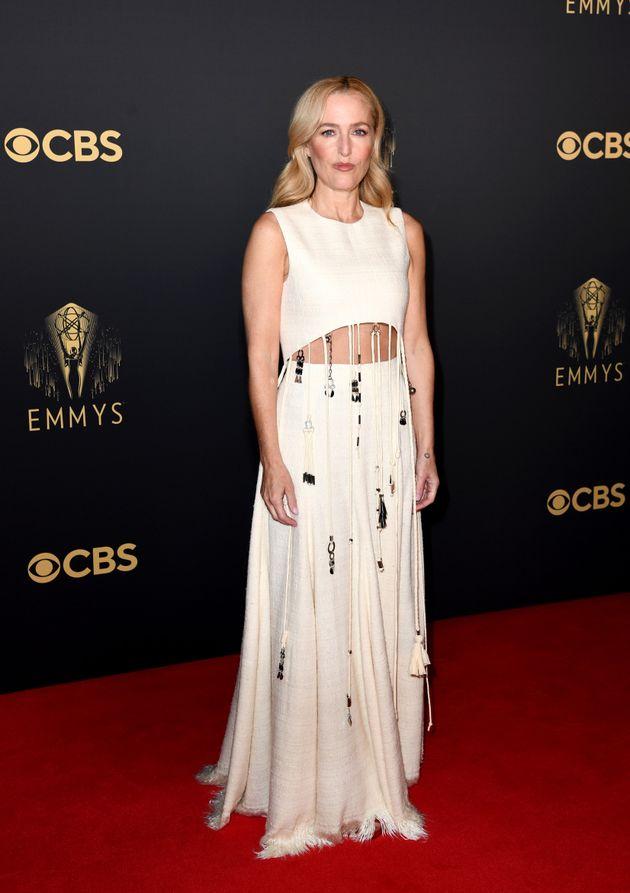 Gillian Anderson dans sa robe Chloé sur le tapis rouge des