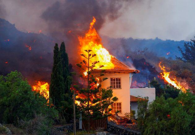 Las llamas afectan a una casa en La