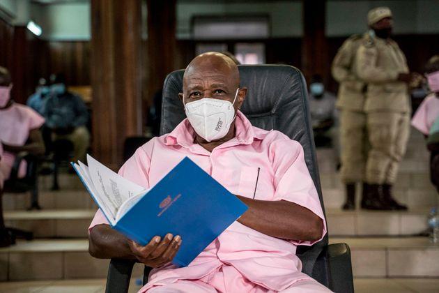 Paul Rusesabagina, sentado ante el tribunal por primera vez, el pasado febrero, en