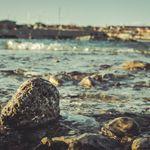 Κροατία: Την βρήκε ψαράς σε απόκρημνα βράχια. Δεν θυμάται ποια είναι ούτε πώς βρέθηκε