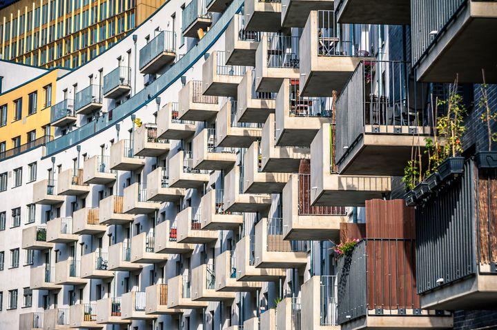 Μια μοντέρνα πολυκατοικία στο κέντρο του Βερολίνου
