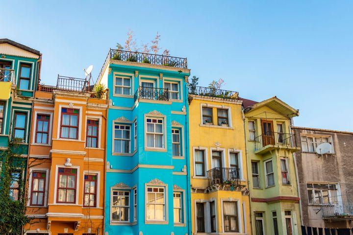 Τα πολύχρωμα σπίτια της γειτονιάς Balat στην Κωνσταντινούπολη