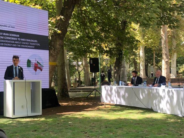 L'Italia parla con l'Iran di ambiente e rinnovabili. Il peso delle sanzioni