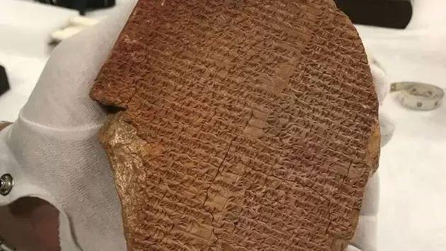 La tablette de Gilgamesh, environ XIIIe siècle avant