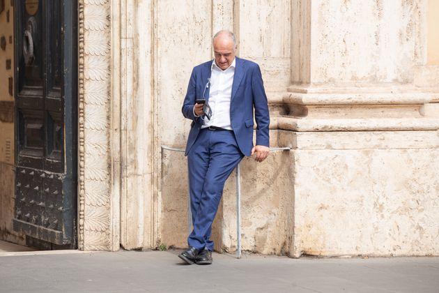 ROMA, ITALIA - 2021/09/10: Candidato de centro derecha a la alcaldía de Roma Enrico Michetti en Piazza San Silvestro ...