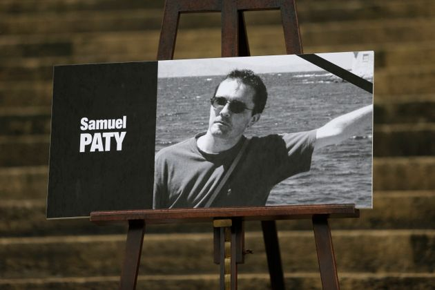 Le portrait de Samuel Paty, lors de l'hommage national le 20 octobre 2020, quatre jours après...