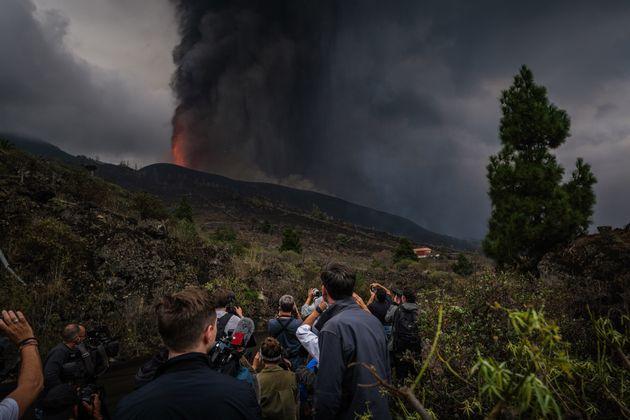 El volcán de Cumbre Vieja continúa en erupción, el 22 de septiembre de 2021, en...