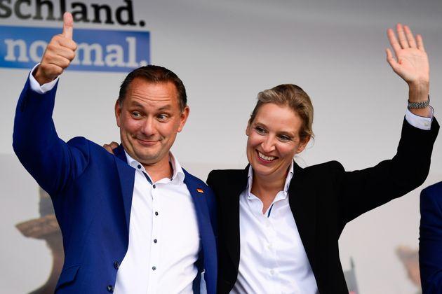 Alice Weidel y Tino Chrupalla, los candidatos de Alternativa para Alemania (AfD), cerrando un mitin
