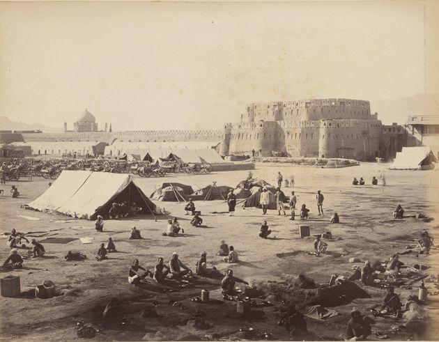 1880 Δυνάμεις της Βρετανίας και της Ινδίας έξω από την