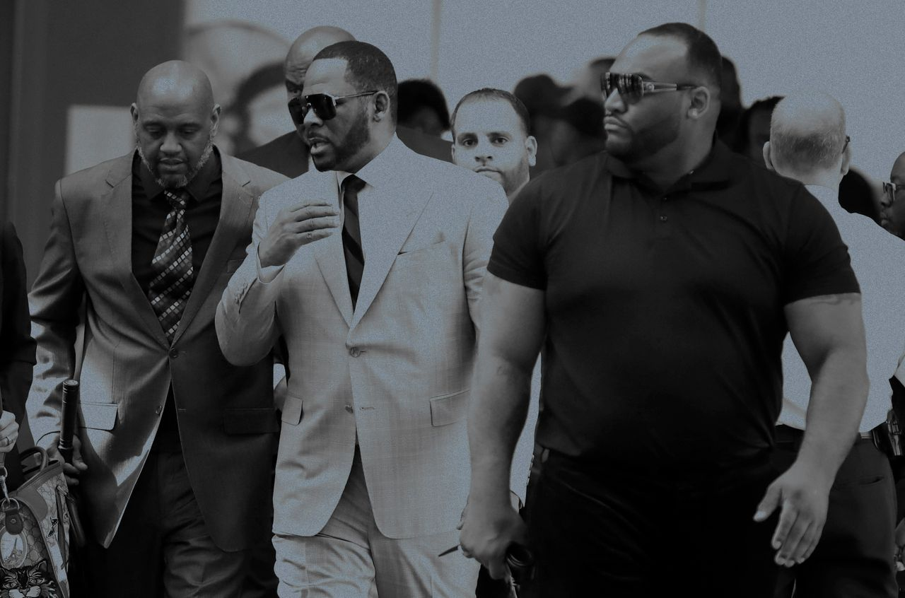 Musician R. Kelly, center, arrives at the Leighton Criminal Court building for arraignment on new sex-related felonies on June 6, 2019, in Chicago.
