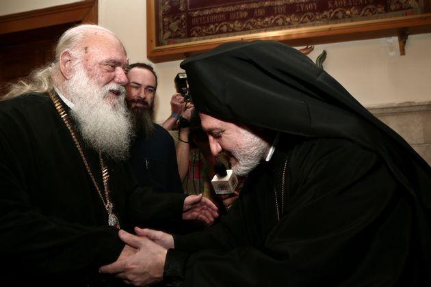 Ο Αρχιεπίσκοπος Αμερικής Ελπιδοφόρος (δεξιά) με τον Αρχιεπίσκοπο Αθηνών και Πάσης Ελλάδος Ιερώνυμο.