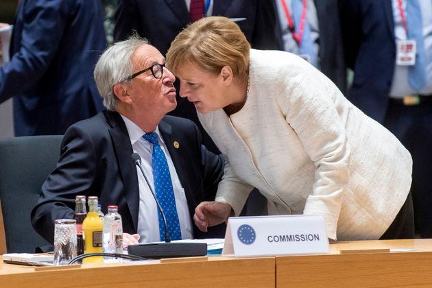 Γιούνκερ για Μέρκελ: Μεγαλύτερη αποτυχία της, ο χειρισμός της Ελλάδας κατά την οικονομική