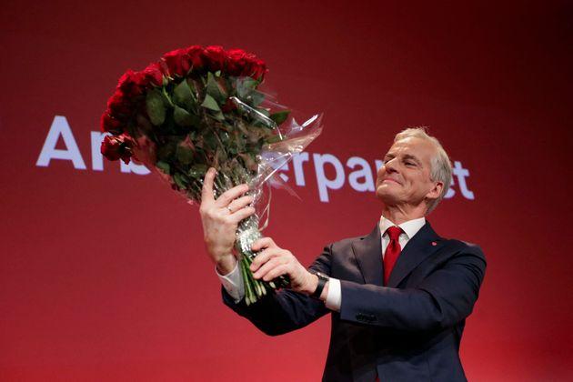 Jonas Gahr Store, el líder laborista de Noruega, celebrando en Oslo su triunfo electoral, la pasada