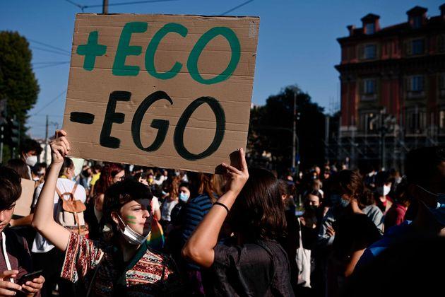 Οι νέοι του πλανήτη επιστρέφουν στους δρόμους για να παλέψουν κατά της κλιματικής