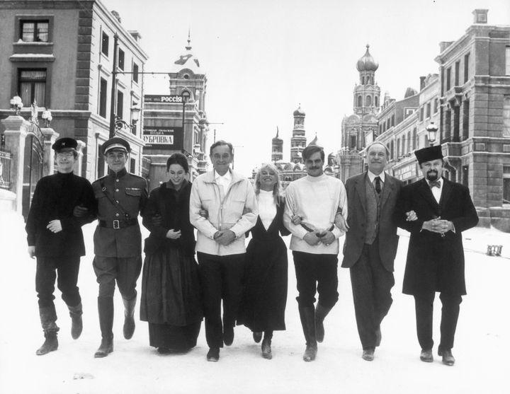 Las estrellas de Dr. Zhivago, en el enorme set de rodaje en 1965