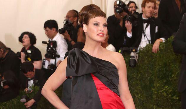 Linda Evangelista, ici sur le tapis rouge du gala du Met, au mois de mai
