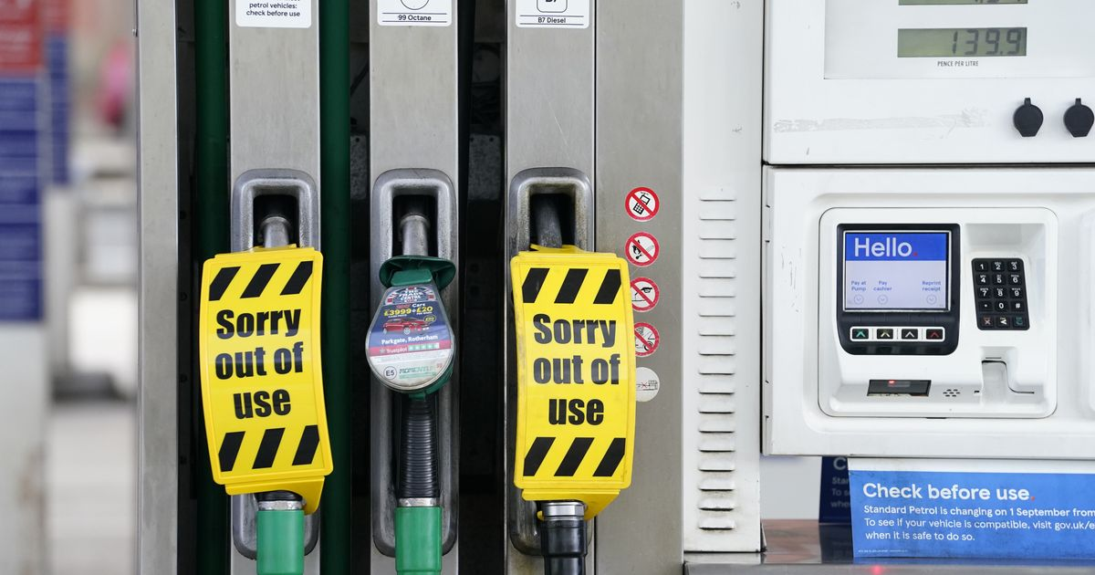 UK Government Calmly Tells Motorists: 'There Is No Fuel Shortage!!!'