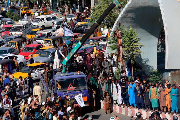 Ταλιμπάν σκότωσαν και κρέμασαν σε δημόσια χώρο τα πτώματα υπόπτων για υπόθεση