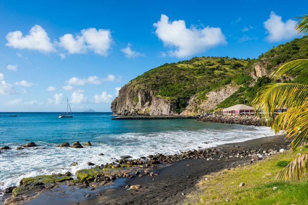 Νησί δέχεται μόνο τουρίστες με ετήσιο εισόδημα 70.000 δολάρια και απαιτεί ελάχιστη διαμονή 14