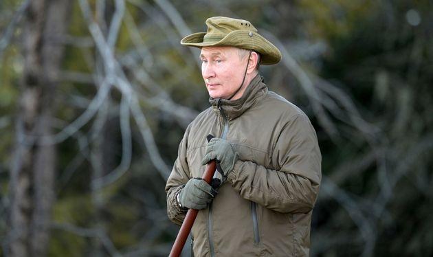 Και ψαράς και πρόεδρος και ρομαντικός - Οι διακοπές Πούτιν και οι φωτογραφίες του