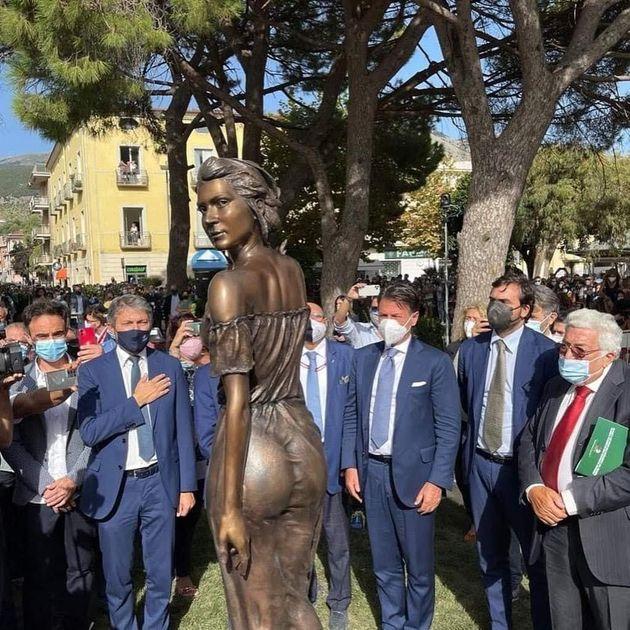 Sapri, inaugurazione della statua de