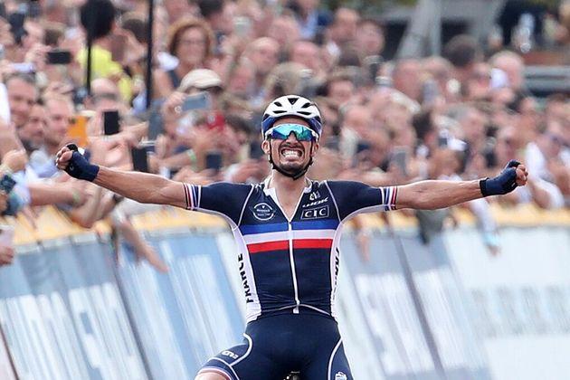 Ce dimanche 26 septembre, Julian Alaphilippe a conservé son titre de Champion du monde à...