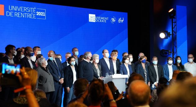 Jean Castex, François Bayrou, Stanislas Guérni et d'autres réunis à Guidel (photo partagée par le président...