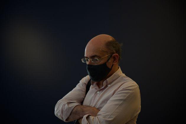 Ο Μάνος Δημητρακόπουλος στο στήσιμο της έκθεσης