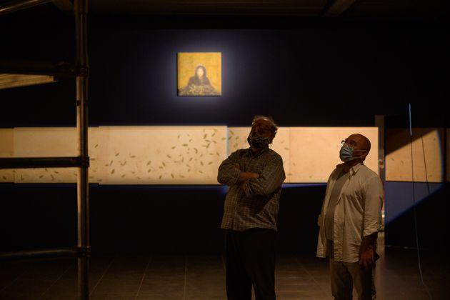 Ο Χρήστος Μποκόρος με τον Φίλιππο Κουτσαφτή επιβλέπουν τον φωτισμό των έργων