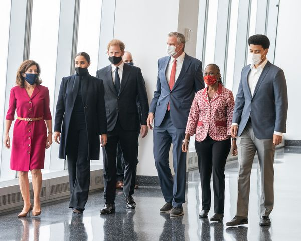 Harry and Meghan visit the 102nd floor of the Freedom Tower at the World Trade Center. They were accompanied by Hochul and de