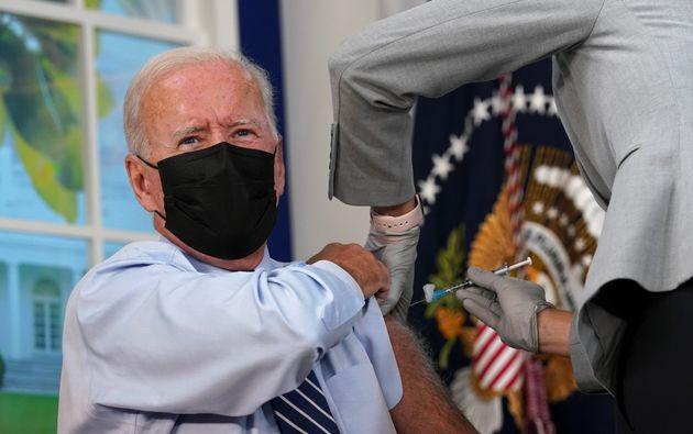 ΗΠΑ: Ο Τζο Μπάιντεν έκανε την τρίτη δόση εμβολίου για τον