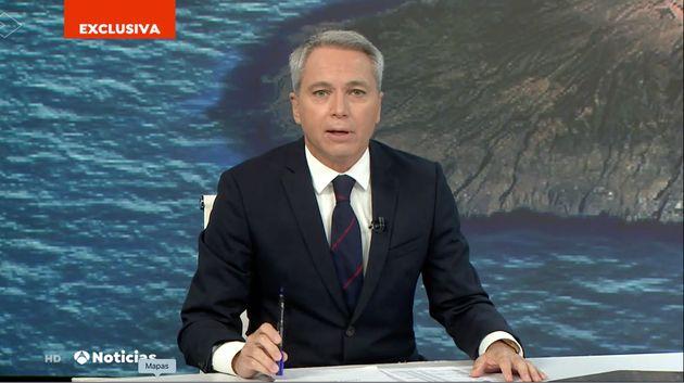 Vicente Vallés en el plató de Antena
