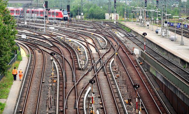 El primer tren de carga Shanghai-Hamburgo, China también llega