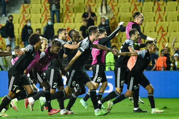 Los jugadores del Sheriff celebran la victoria ante el Shaktar en su estreno en Champions por un resultado...