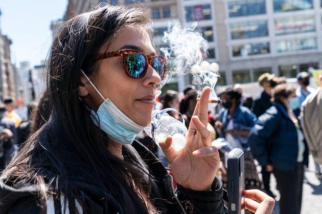 Οι καπνιστές έχουν έως 80% περισσότερες πιθανότητες να νοσηλευτούν με