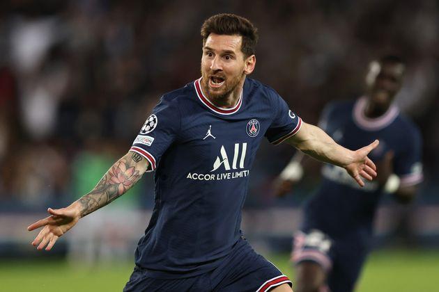 Lionel Messi célébrant son premier but inscrit sous les couleurs du PSG, face à...