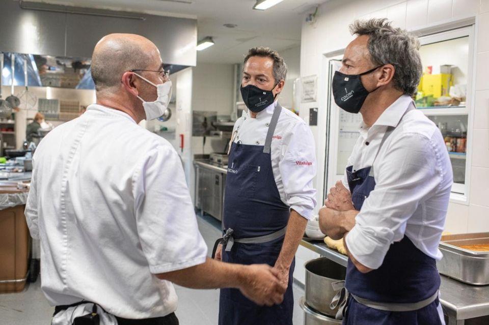 La colaboración en la cocina fue total entre los equipos de los Torres y