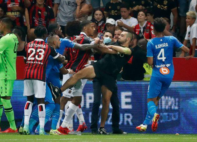 Le 22 août dernier, le match de football de Ligue 1 entre l'OGC Nice et Marseille avait dû être interrompu...