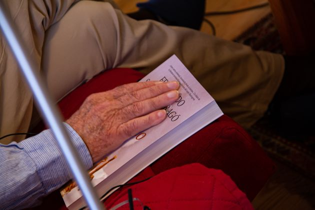 La mano de Dragó posada sobre el libro 'El