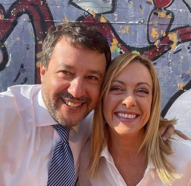 Ein Post aus dem Facebook-Profil von Matteo Salvini zeigt ein Selfie mit Giorgia
