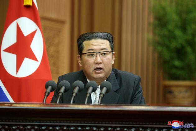 Kim Jong Un, aquí dando un discurso en el 14 ° Congreso Supremo del Pueblo ...
