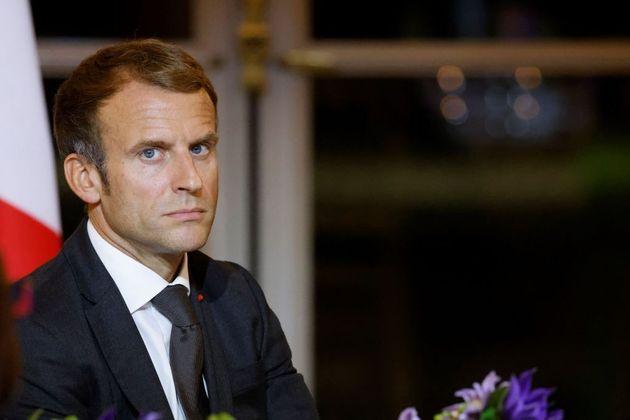Macron, le cure psicologiche e i bla bla