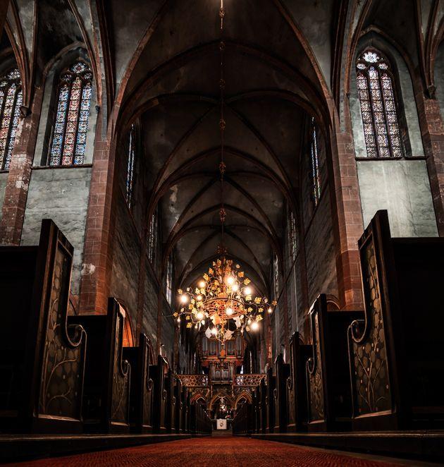 En deux ans et demi d'enquête, la Commission a reçu 6500 témoignages de victimes et de proches. (Photo d'illustration, intérieur d'une église du XIe siècle)
