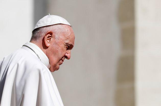 Le pape François devant la cathédrale de Saint-Martin, à Bratislava, en Slovaquie, le 13 septembre 2021.