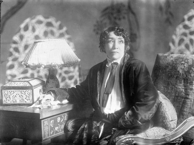 Sarah Bernhardt vous expliquera pourquoi il faut rester soi-même et prendre le risque de déplaire car c'est la clé du succès.