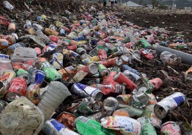 La plage de l'Escale Borély à Marseille, recouverte de déchets, le mardi 5 octobre 2021.