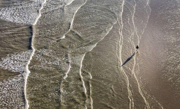 Photo d'illustration. La plage de Trouville-sur-Mer photographiée au drone, juin 2020.