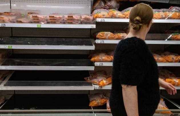 Les étagères dans les supermarchés sont pour certaines vides comme ici à Londres, le 19 septembre 2021.