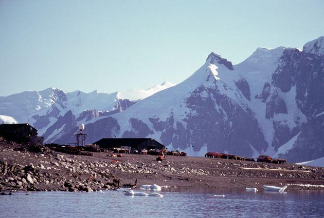 9 FÉVRIER - La base britannique d'étude de l'Antarctique de Rothera, sur île d'Adélaïde, Antarctique.
