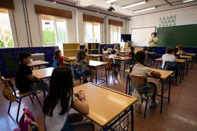 Interior de una clase en un colegio de
